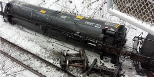 Train carrying crude oil derails in Vandergrift