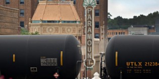 Chicago, suburbs tell U.S. to tighten crude-oil train rules