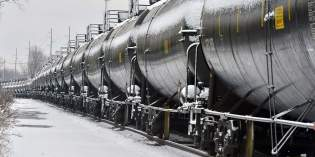 States, railroads work to improve oil-train safety