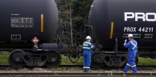 U.S. oil trains are taking high-stakes risks with lives: Kemp