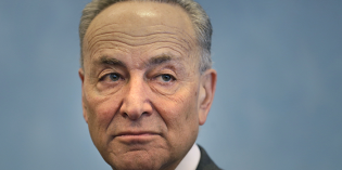 Schumer leads Democratic push for oil train regulations