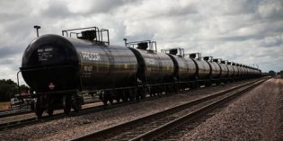 Franken Pushes For Bakken Oil Train Safety