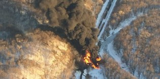 BNSF Train Carrying Crude Oil Derails in Illinois