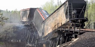 Northern Minnesota railroad bridge fire, collapse disrupts Canadian route