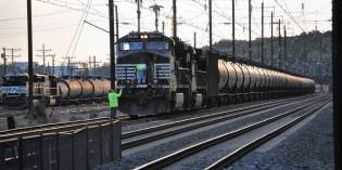 Rail Executive Blasts Oil-Train Rules