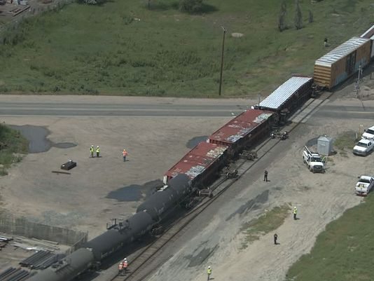 Train derails in Commerce City : The DOT-111 READER