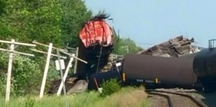 CN train derailment cleanup of petroleum continues in Barwick