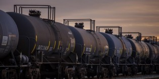 How has Chicago prepared for an oil train derailment?