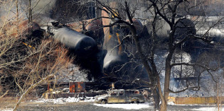 Federal regulators push for improved oil train safety measures