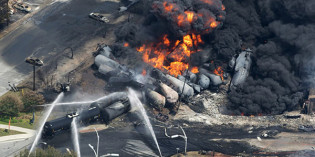 "Canadian oil trains to US to reach ""staggering"" levels"