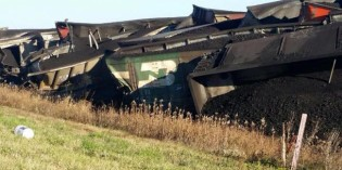 Train hits Road Grader, causes derailment in Des Moines County