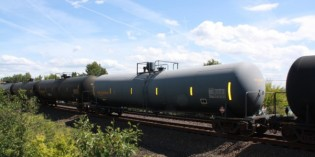 Rail regulators adopt rules to address oil train safety