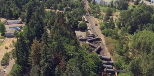 Washington governor calls for oil train moratorium on Union Pacific