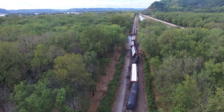 DOT-111 Exclusive: Video Footage of BNSF Derailment – Rush Creek